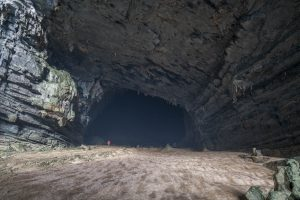 Deeper into Tien 1 Cave on Tu Lan Expedition